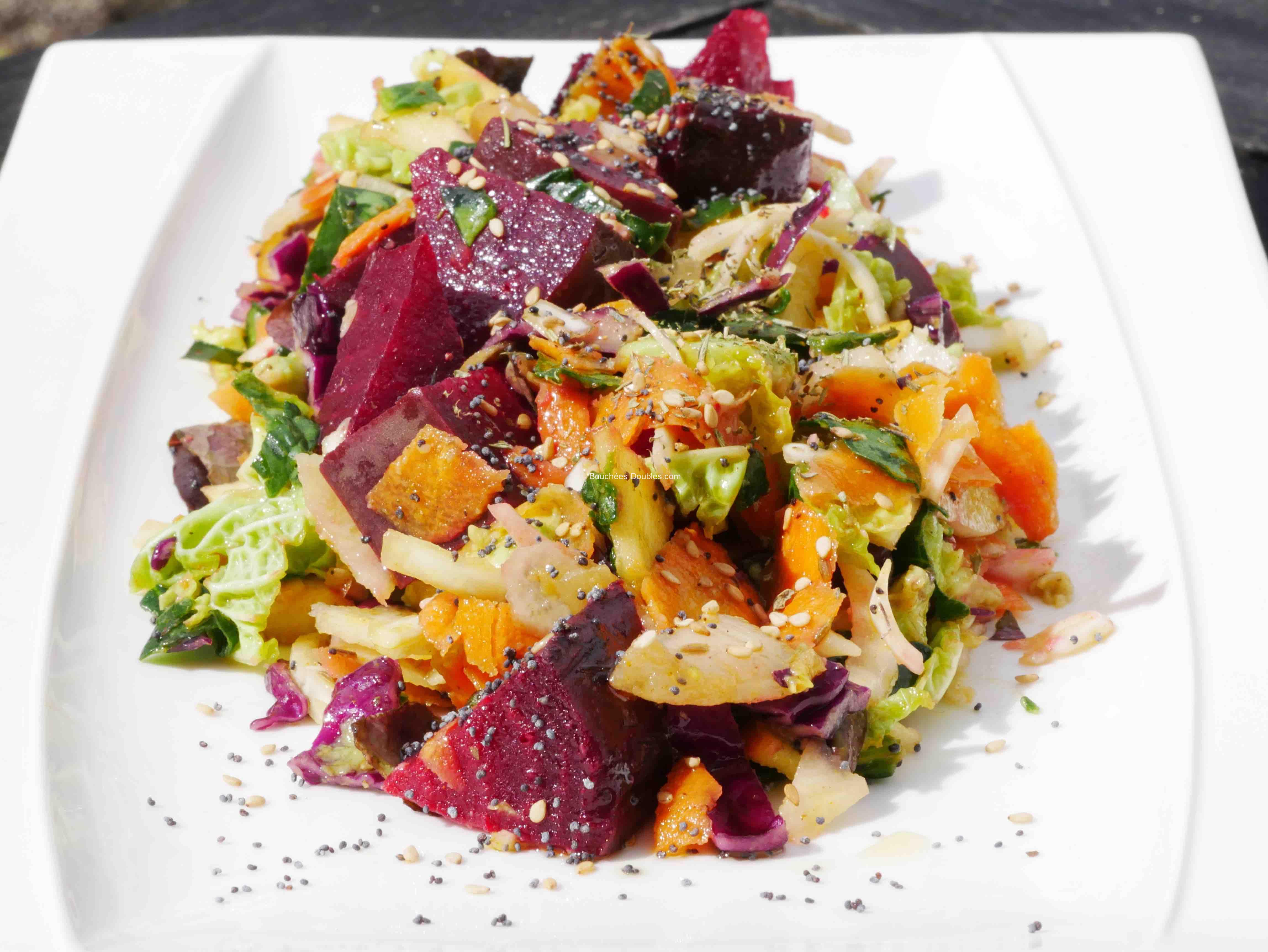 Salade composée de dix légumes et fruits