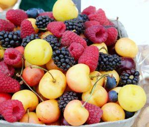 Fruits rouges, cerises, mûres, framboises